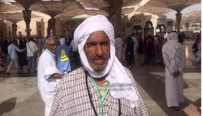 ولد اعمر شين في المسجد النبوي الشريف في المدينة المنورة
