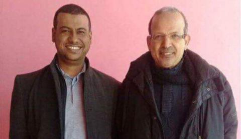 الجراح احمد بزيد ولد حمين مع أستاذه المشرف عقب تجاوز عقبة التخصص الجديد